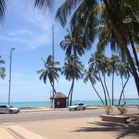 Foto tirada no(a) Praia da Pajuçara por Gabriel C. em 11/20/2012
