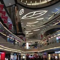 Photo prise au Lippo Mall Kemang par Jackson K. le2/2/2013