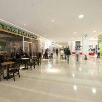 Foto tirada no(a) Top Center Shopping por Beto F. em 12/3/2012