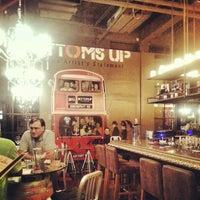 รูปภาพถ่ายที่ Bottoms Up โดย khonkaender k. เมื่อ 11/18/2012