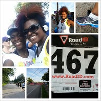 Photo taken at 1st Place Sports by Darlene S. on 7/4/2013