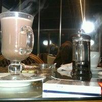 รูปภาพถ่ายที่ Tilbe Cafe โดย Anya เมื่อ 11/26/2012