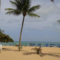 Foto tirada no(a) Praia de Tambaú por Henrique S. em 1/20/2013
