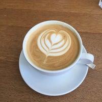 Das Foto wurde bei Nord Coast Coffee Roastery von Silviu R. am 5/5/2018 aufgenommen