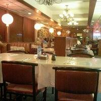 Photo taken at Lee Gardens Chinese Restaurent by Rafael Maciel V. on 9/30/2012