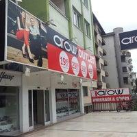 Photo taken at Arow Shop / AGE GRUP AYAKKABI GİYİM AKSESUAR TOPTAN & PERAKENDE SATIŞ by Engin E. on 9/9/2013