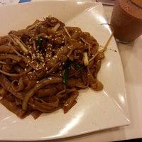 Photo taken at Golden Rice Bowl Restaurant 金飯碗餐廳 by Irwin C. on 2/16/2014
