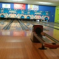 Photo taken at Zelluloos Bowling by Lauri L. on 11/16/2012