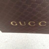 รูปภาพถ่ายที่ Gucci โดย Katharina M. เมื่อ 11/19/2012
