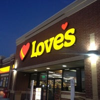 Photo taken at Hardee's by Leslie J. on 11/12/2012