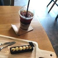 รูปภาพถ่ายที่ La Mer Coffee โดย Napope L. เมื่อ 7/21/2017