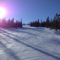 Photo taken at Storhogna Skidområde by Torbjorn L. on 3/9/2013
