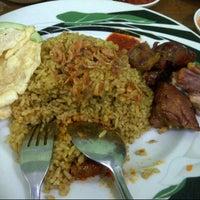 """รูปภาพถ่ายที่ Pondok Nasi Kebuli """"Ibu Hanna"""" โดย Hafni I. เมื่อ 1/17/2014"""
