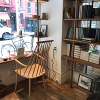 Foto scattata a McNally Jackson Store: Goods for the Study da petercat il 8/27/2018