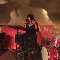 Das Foto wurde bei The Django von Geraldine V. am 7/27/2016 aufgenommen