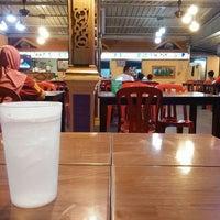 Photo taken at Restoran Bismi Tomyam Seafood by Athirah H. on 3/21/2016