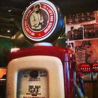 Photo taken at Joe & Leo's by Fabricio L. on 12/26/2012
