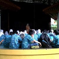 Снимок сделан в Setu Babakan Kampung Budaya Betawi пользователем Emyou M. 1/16/2013