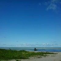 Foto tirada no(a) Praia de Paripueira por Déborah M. em 4/13/2013