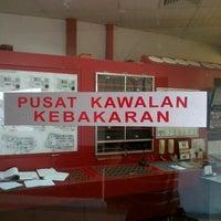 Photo taken at PUSAT KAWALAN KEBAKARAN by Az M. on 4/10/2013