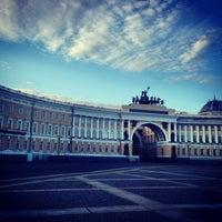 Снимок сделан в Дворцовая площадь пользователем Паша В. 7/8/2013