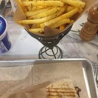 2/5/2018 tarihinde Ömür K.ziyaretçi tarafından Chef Döner'de çekilen fotoğraf