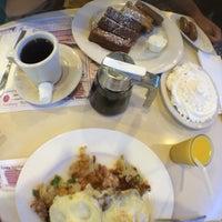 Photo taken at Boulevard Diner by Totalzog on 9/29/2016