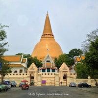 Photo taken at Phra Pathom Chedi by Teera T. on 4/12/2013