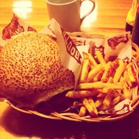 7/2/2013 tarihinde Arda Adil Ö.ziyaretçi tarafından Route Burger House'de çekilen fotoğraf