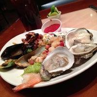รูปภาพถ่ายที่ Village Seafood Buffet โดย Allie M. เมื่อ 4/23/2013