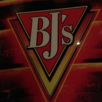 Photo taken at BJ's Restaurant and Brewhouse by Vahid on 10/7/2012