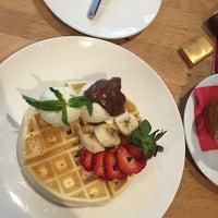 Photo taken at Classic Café   کافه کلاسیک by abdolreza a. on 4/27/2017