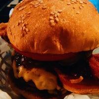 Foto scattata a Oficina Burger da Quézia S. il 9/18/2016