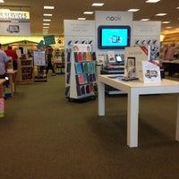 Foto diambil di Barnes & Noble oleh Brianne G. pada 7/9/2013
