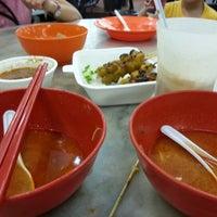Photo taken at Restoran Kam Wan (金山冬菇亭) by K-Men C. on 12/15/2012