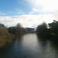 Photo taken at Millennium Bridge by Elio Assuncao D. on 2/10/2016