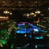 Foto tirada no(a) Cratos Premium Hotel & Casino por Ali B. em 6/16/2013