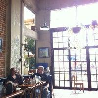 Das Foto wurde bei First Awakenings von Ronin L. am 9/28/2012 aufgenommen