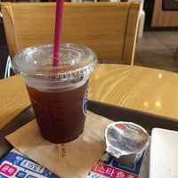 Photo taken at TOM N TOMS COFFEE by Young Jun K. 🌺 on 7/21/2015