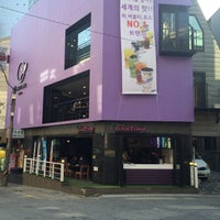 Photo taken at chatime by Young Jun K. 🌻 on 4/24/2015