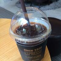 Photo taken at Café NESCAFÉ by Young Jun K. 🌻 on 6/17/2015
