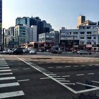 Photo taken at 디지털단지입구교차로 by Young Jun K.🎗 on 9/12/2016