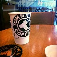Photo taken at TOM N TOMS COFFEE by Young Jun K. 🌻 on 4/15/2015