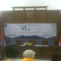 Photo taken at Ruang Auditorium Pascasarjana ITS by Leryan Dona Dony D. on 12/15/2012