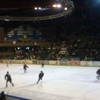Photo taken at Patinoire Meriadeck by Fabien O. on 12/8/2012