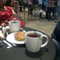 Photo taken at Starbucks by Ardhea D. on 11/22/2012