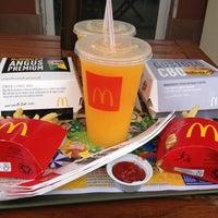 รูปภาพถ่ายที่ McDonald's โดย Paula Akie T. เมื่อ 1/20/2013