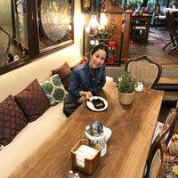 Photo prise au Faik Pasha Cafe par Nora W. le5/25/2018