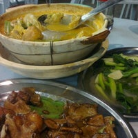Photo taken at Restoran Hai Ji 海记松鱼头 by Wei Choong K. on 1/5/2013