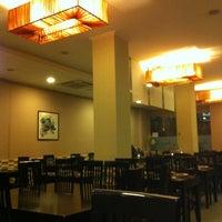 Foto tomada en Ming Cocina Asiática por Bingru H. el 11/22/2012